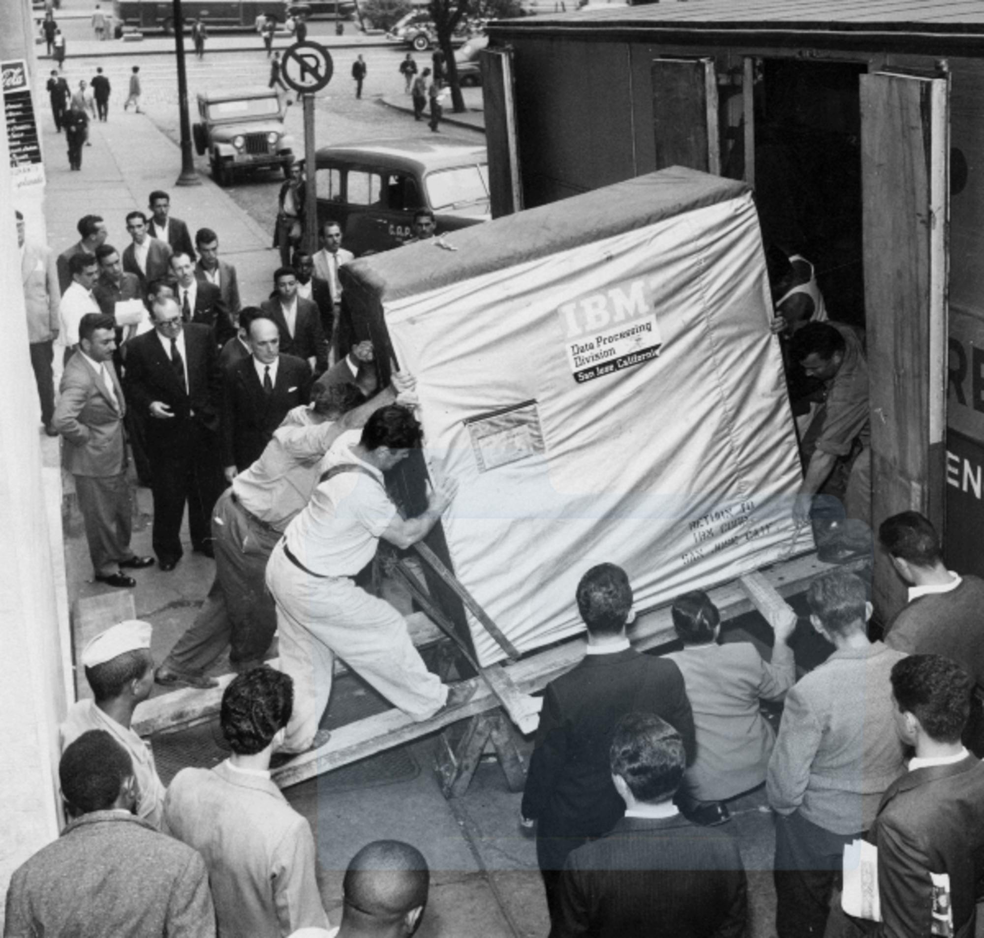 IBM: Memoria di 5 MegaByte in spedizione